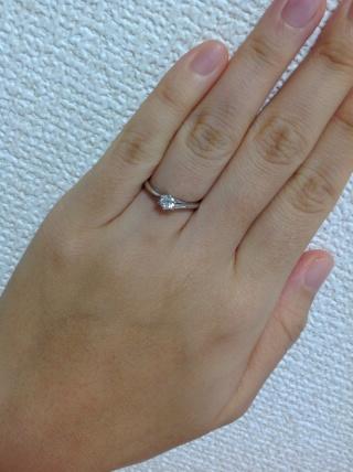 【銀座ダイヤモンドシライシの口コミ】 ダイヤモンドの輝きに一目惚れしました。この一言につきます。思いをじっ…