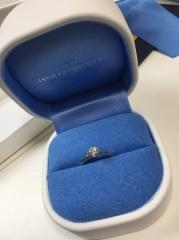 【銀座ダイヤモンドシライシの口コミ】 最初、何もわからずに、全くこだわりも持たずに入店。ただ、シンプルな指…