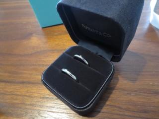 【ティファニー(Tiffany & Co.)の口コミ】 飽きのこないシンプルなデザインで探していました。お互いの指輪を買うこと…