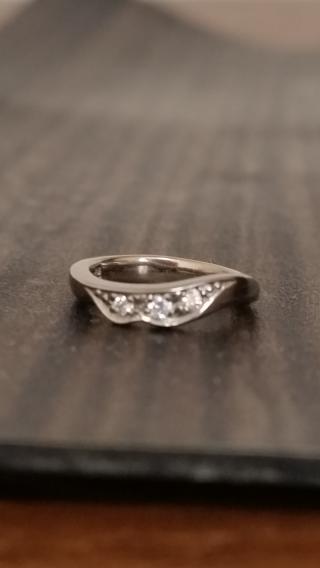 【俄(にわか)の口コミ】 控えめな華やかさで可愛いデザインに惹かれました。俄は指輪ひとつひとつ…