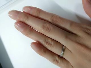 【Pfutze(プフッツェ)の口コミ】 結婚指輪は日常的に長くつけるものなので、かなり悩みました。当初は「杢目…