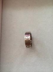 【カルティエ(Cartier)の口コミ】 結婚指輪にはぴったりだと思い試着しました。重厚感があり、デザインもと…