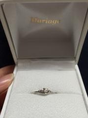 【Mariage(マリアージュ)の口コミ】 指につけたときにあまりダイヤが目立ちすぎるのは個人的に嫌だったので、指…