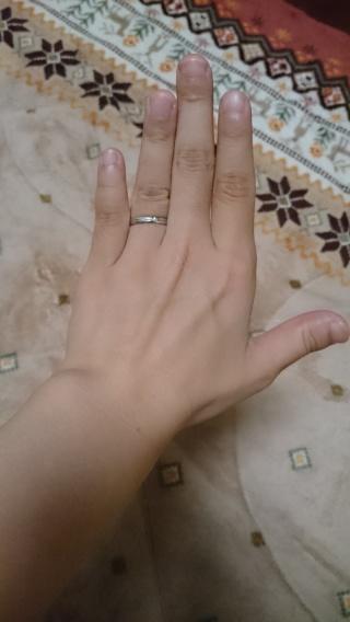【ジュエリーツツミ(JEWELRY TSUTSUMI)の口コミ】 最初は流行りのピンクゴールドが良かったのですが、指のサイズ感とフィッ…