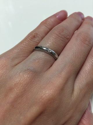 【4℃(ヨンドシー)の口コミ】 ミル打ちになっている指輪を探していて、4°Cで見つけました。デザイン…