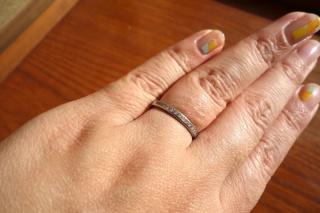 【ティファニー(Tiffany & Co.)の口コミ】 「毎日つけられるシンプルなデザイン」です。 夫に購入してもらうまでに色…