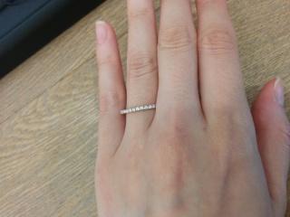 【SIENAROSE(シエナロゼ)の口コミ】 イエローゴールドのハーフエタニティを婚約指輪として探していましたが、S…