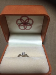 【WAKO BRIDAL+WORK SHOPの口コミ】 ダイヤのインパクトが一番決めてでした。 男性が女性に贈る婚約指輪は、女…