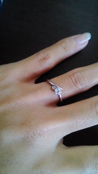 【ジュエリーツツミ(JEWELRY TSUTSUMI)の口コミ】 私は指が短くて少し太めなため、よくある定番のダイヤモンドひとつが付い…
