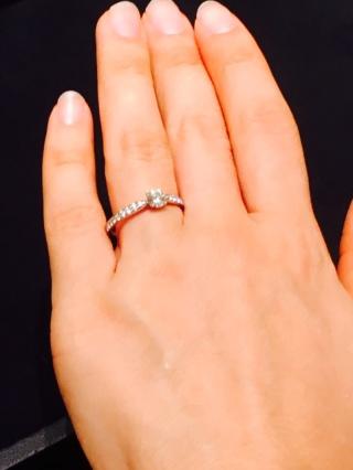 【ティファニー(Tiffany & Co.)の口コミ】 指が短くふっくらしてるので、似合う指輪がなかなかなく、このデザインで…