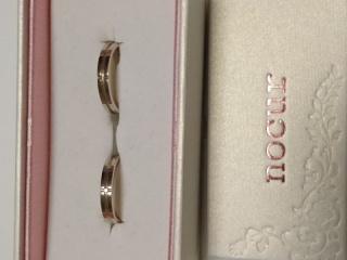 【nocur(ノクル)の口コミ】 自分達の手に似合うかどうかが決め手でした。はじめに気に入った指輪を色々…
