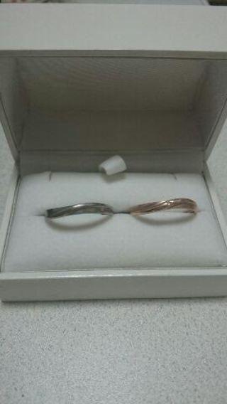 【SCARABE(スカラベ)の口コミ】 男女共にシンプルな指輪なので、シーンを選ばず着けることができます。また…