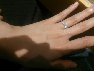 【銀座ダイヤモンドシライシの口コミ】 婚約指輪としてエタニティリングのゴールドを探していました。 大体どこも…