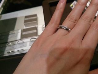 【アイプリモ(I-PRIMO)の口コミ】 婚約指輪としてゴールドのエタニティリングを探していました。プラチナのシ…