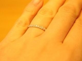 【Ponte Vecchio(ポンテヴェキオ)の口コミ】 ダイアがついた指輪を探していたので、ハーフエタニティのデザインに魅かれ…