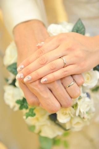 【Cafe Ring(カフェリング)の口コミ】 華奢なラインのリングを探していたのと、ブルジョン(愛と呼ばれる花)とい…
