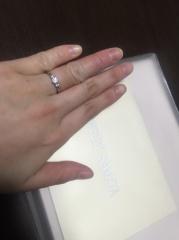 【JEWELRY  KAMATA(ジュエリーかまた)の口コミ】 ストロングブルーが気に入ったのと、形と結婚指輪と重ね付けができるよう…