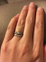 【LAPAGE(ラパージュ)の口コミ】 重ね付けに憧れていたため、セットリングで探していました。 婚約指輪がゴ…