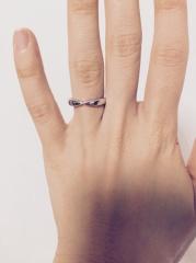【ティファニー(Tiffany & Co.)の口コミ】 指が短く太いので、プラチナ部分がゴッツイデザインや、一般的なシンプルな…