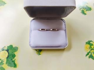 【TAKE-UP(テイクアップ)の口コミ】 シルバーにウエーブのかかったピンクゴールドがさりげなく光る指輪です。可…