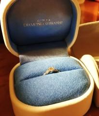 【銀座ダイヤモンドシライシの口コミ】 華奢でシンプルなデザインながら、ダイヤの輝きに存在感があり一目惚れしま…