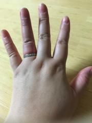 【4℃(ヨンドシー)の口コミ】 ダイヤがたくさん付いているもので、手頃な値段のものを探していました。…