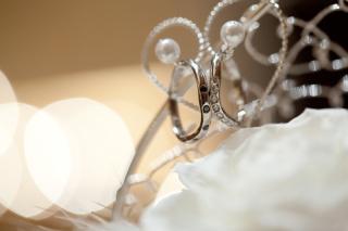 【LUZIR(ルジール)の口コミ】 指が長く見えるカーブしたデザインと上品に並んだダイヤモンドが決め手です…