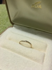 【A・D・A(エー・ディー・エー)の口コミ】 ある意味一目惚れでした。色んなタイプの指輪を見せて頂きましたが、気に入…