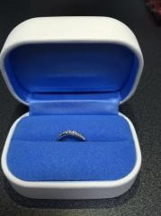 【銀座ダイヤモンドシライシの口コミ】 仕事上、指輪が出来ないので、休日中心で着ける指輪を探していました。 こ…