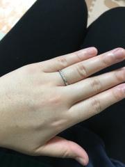 【銀座ダイヤモンドシライシの口コミ】 もともと指が太く、細いリングが似合わないため、適度に太さのある結婚指輪…