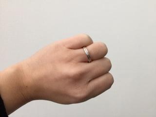 【アイプリモ(I-PRIMO)の口コミ】 私の希望はダイヤ入り、主人の希望は形がストレートだったので2人の希望に…