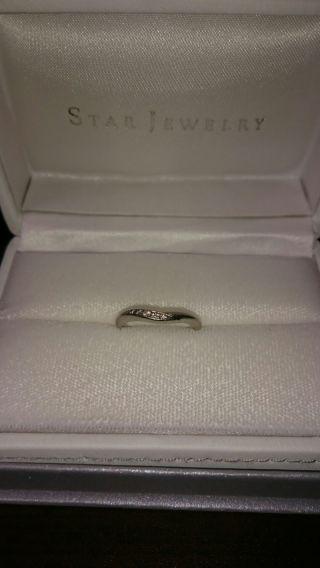 【スタージュエリー(STAR JEWELRY)の口コミ】 婚約指輪と一緒につける際、セットリングのようにぴったり重なるのでV字の…