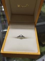 【ケイウノ ブライダル(K.UNO BRIDAL)の口コミ】 通常1つで40万円以上のこの指輪がケイウノ35周年のフェア期間だったので婚…