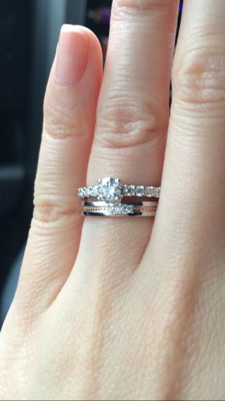 【アイプリモ(I-PRIMO)の口コミ】 婚約指輪はやっぱりギラギラがいいと思い、何店舗か同じようなデザインで探…