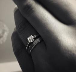 【杢目金屋(もくめがねや)の口コミ】 シンプルだけれども1粒のダイアモンドの存在感があるようなデザインにした…