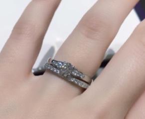 【俄(にわか)の口コミ】 花麗(はなうらら)という名前の通り、真ん中のダイヤの周囲から花びらのよ…