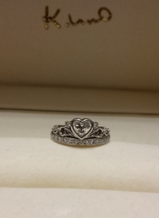 【ケイウノ ブライダル(K.UNO BRIDAL)の口コミ】 10代の頃にウェディング雑誌を見ていてこの指輪に一目惚れし、将来婚約指…