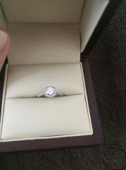 【WATANABE / 宝石・貴金属 渡辺の口コミ】 大きいダイヤをメレダイヤで囲んだデザインが欲しかったが、大手ブランド…