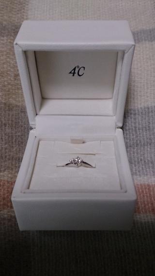 【4℃(ヨンドシー)の口コミ】 ストレートタイプよりVやSの形が好きだったのと、メインのダイヤの横に小…