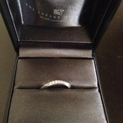【ラザール ダイヤモンド(LAZARE DIAMOND)の口コミ】 結婚情報誌で見た時からこの指輪に惹かれていました。シンプルだけど小さ…