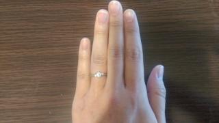 【エクセルコダイヤモンド(EXELCO DIAMOND)の口コミ】 一番は、形がとても綺麗です。私は指が太いので、指輪をつけたら余計に太く…