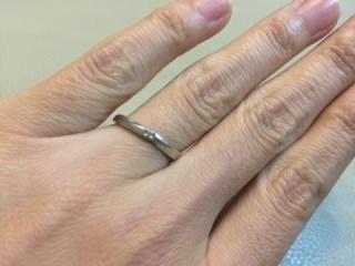 【4℃(ヨンドシー)の口コミ】 ずっと付けておく結婚指輪なので、シンプルなものを探していました。ブラン…