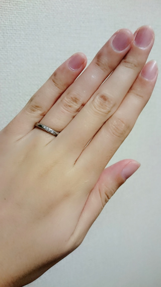 【アイプリモ(I-PRIMO)の口コミ】 婚約指輪と違い、結婚指輪は日常的に装着するものなので、家事や仕事など日…
