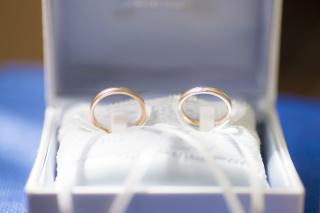 【ジュエリークラフトYAMAJIの口コミ】 指輪をいろいろ試着してみると、私はシルバーが肌に合い、奥さんはピンクゴ…