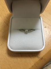 【Oath(オアス)の口コミ】 デザインが良くまた持った時にダイヤの輝きが尊重される指輪だった為です。…
