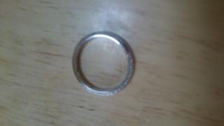 【アイプリモ(I-PRIMO)の口コミ】 主人と直接お店で見て一目惚れしました。表面には細かいダイヤを沢山埋め…