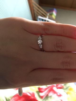 【銀座ダイヤモンドシライシの口コミ】 ダイヤモンドの品ぞろえが良くて、好みのサイズのダイヤモンドを選べました…