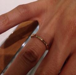 【スタージュエリー(STAR JEWELRY)の口コミ】 たくさん迷いましたが、普通のシンプルな指輪とは違ってスターが彫ってあ…