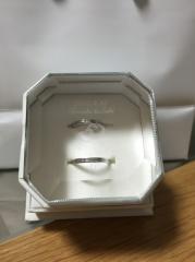 【4℃(ヨンドシー)の口コミ】 全体にダイヤがついているものか、真ん中に一粒ついているものかで悩みま…