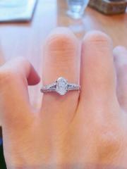 【グラフ(GRAFF)の口コミ】 今後も気軽に身につけることができるよう、見るからに婚約指輪といったデ…